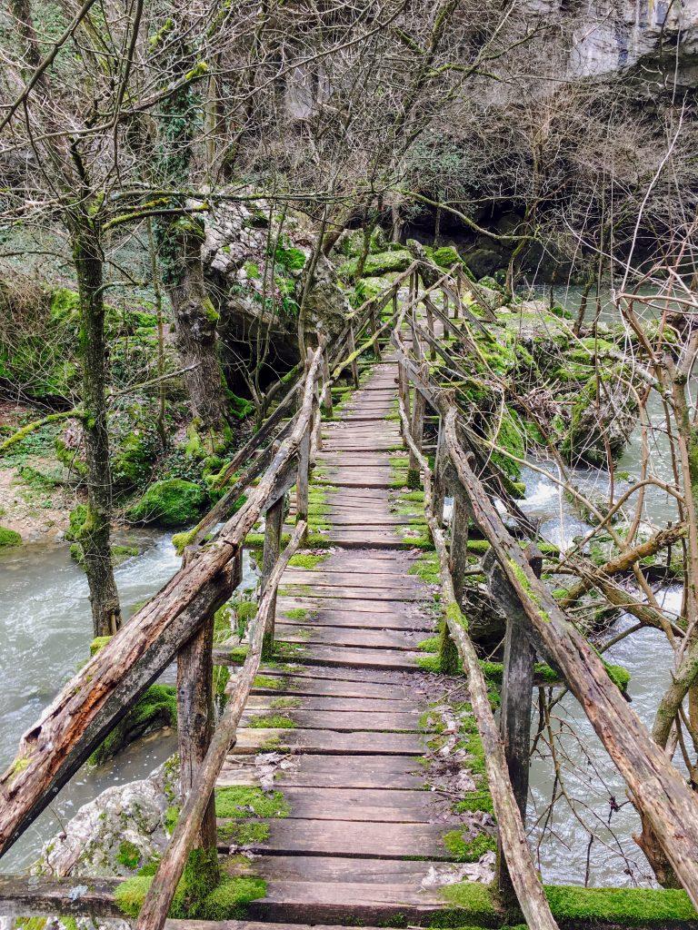 Мостчето към водопада