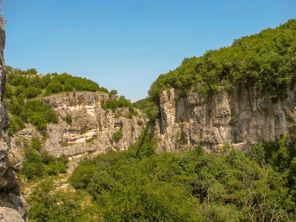 Гледка от Еменската пещера