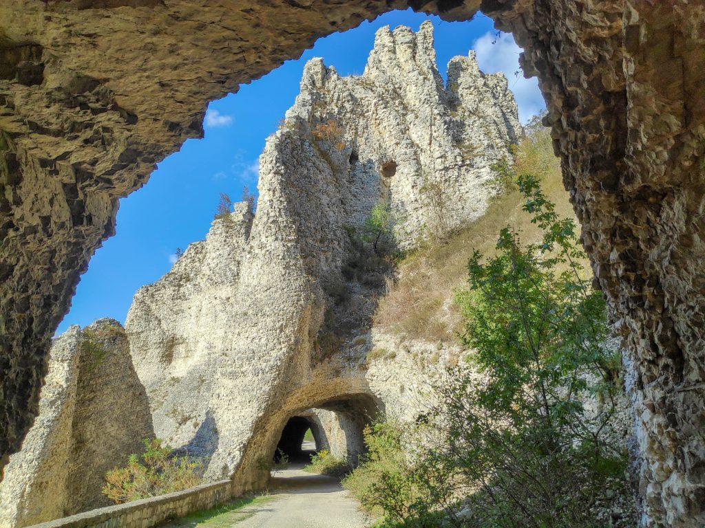 Скален замък на чудните скали