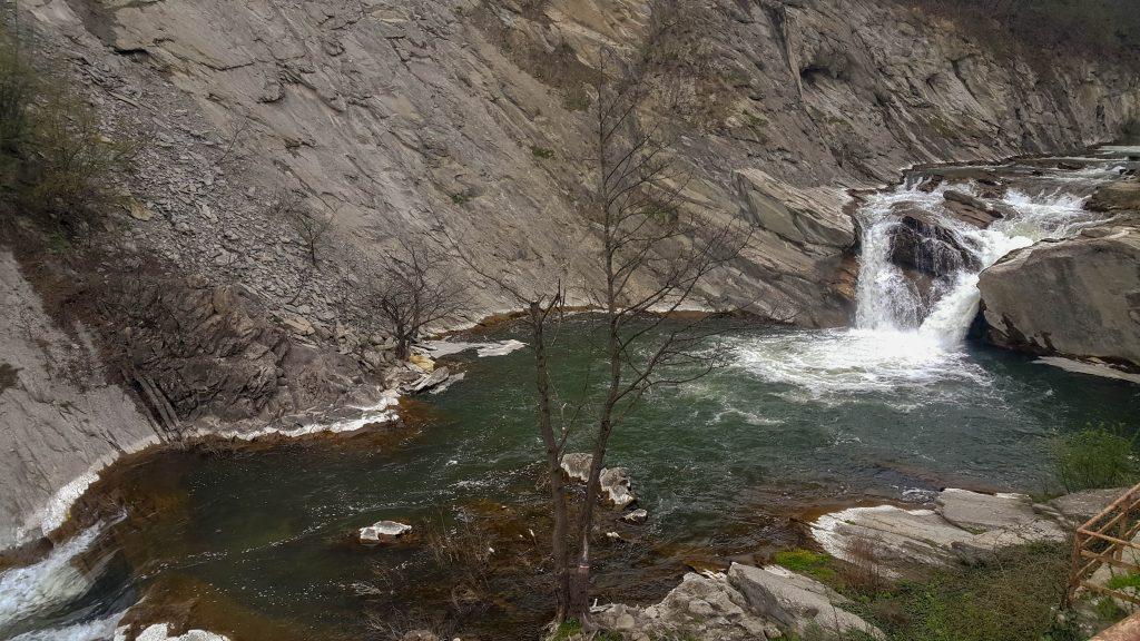 Капиновски водопад от високо